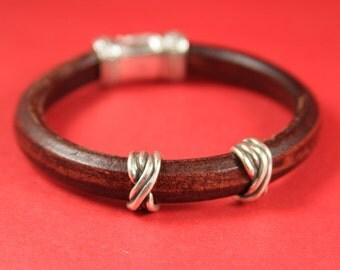 R/9 MADE IN EUROPE 2 zamak ring sliders, licorice ring slider, 10x6mm  sliders, silver ring sliders(a76371) Qty2