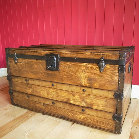 VINTAGE STEAMER TRUNK Coffee Table Storage Chest Old Travel Trunk Reclaimed Rustic Wooden Furniture