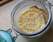 tampon biscuit avec une couronne une belle journée sur mesure pour personnaliser vos sablés ou cookies, tampon biscuit avec votre texte
