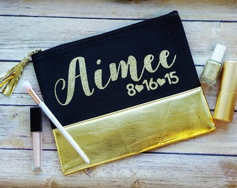 Bridesmaid Makeup Bag / Bridal Party Gift / Personalized Bridesmaid Gift / Personalized Makeup Bag / Gold Cosmetic Pouch / Gold Bag