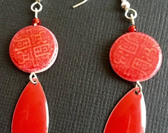Flat bead red ideograms and sequin enamel drop earrings Red