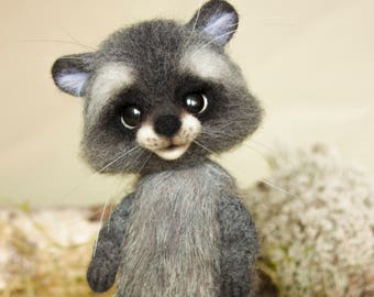 Needle felted raccoon, MADE TO ORDER, felt ornament, soft sculpture, figurine, needle felted animals, cute precious character, cute raccoon