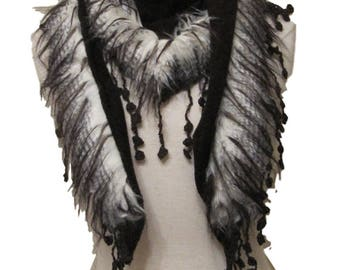 Triangle knitted scarf with faux fur trim and tassels - brown - CFOC1012BR