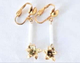 "Vintage Boho Flower Floral Dangle Earrings Clip On Delicate Retro Minimalist Costume Jewelry 1.5"""