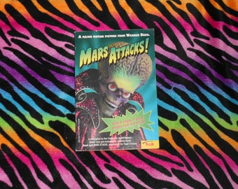 Mars Attacks! (1996, Paperback Book) with Color Photos from the Movie