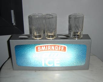 Enseigne publicitaire lumineuse vodka Smirnoff. Advertising. Déco bar. Ice
