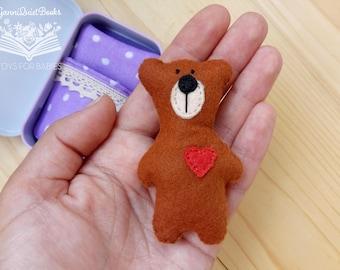 Tiny Felt Bear in Tin Box, Mini Bear, Travel Pocket Purse Toy, Busy Bag, Quiet Play, Matchbox Miniature Doll, Preschool Activity, Church Toy