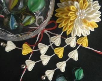 White and Yellow Chrysanthemum Tsumami Kanzashi Fascinator with Wisteria Droplets /  Geisha Inspired Fascinator / Wedding guess headpiece