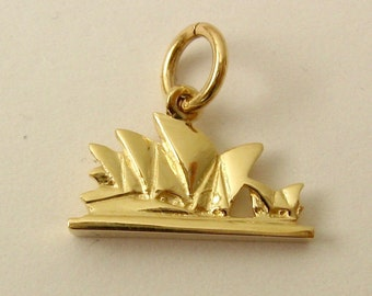 Genuine SOLID 9ct YELLOW GOLD 3D Sydney Opera House Australia charm pendant