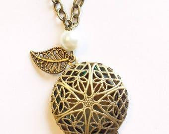 Locket, Filigree locket, Locket necklace, Filigree necklace, antique locket, Victorian locket, Victorian jewelry, memory locket, gift
