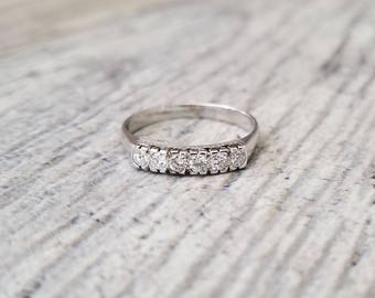 22kt White Gold Vintage Band with 0.25 ctw Diamonds