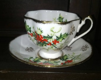 Queen Anne 'Yuletide' Teacup & Saucer Set - 1950s Bone China of England