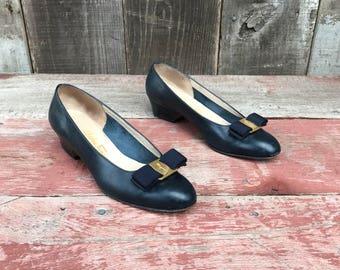 Vintage Ferragamo Shoes | Ferragamo Bow Shoes | Salvatore Ferragamo Leather Varina Shoes | Navy Salvatore Ferragamo Bow Shoes | 6.5