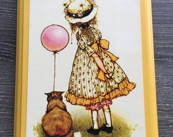 Vintage 1974 Holly Hobbie yellow illustrated wall plaque, Carlton Cards Limited, 5x7, Made in Canada