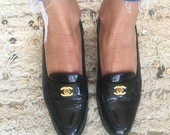 Vintage CHANEL CC TURNLOCK Logo BlackPatent Leather Loafers Flats Driving Shoes Smoking Slippers Ballet Flats eu 37.5 us 7.5
