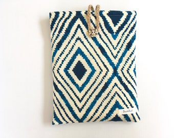 Aztec BookBud book sleeve