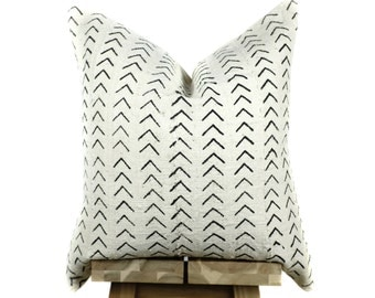 Mudcloth Pillow Cover, Authentic African Mud Cloth Pillow Cover, Boho Pillow, Mud Cloth Pillow | Cream and Black | Esiri