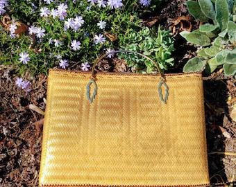1970's straw clutch//Gold handle clutch//wicker purse//basket purse