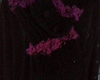 All black and raspberry beret and scarf