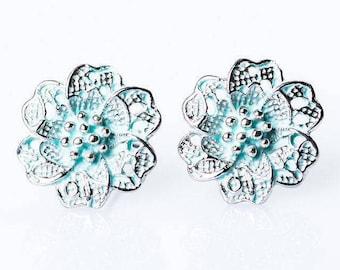 Chic floral stud earrings
