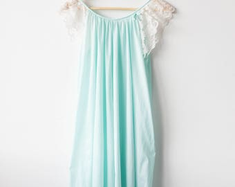 Vintage BabyDoll / NightGown - Lace Sleeves - Mint & White - Size Large