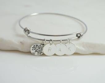 Mom bracelet, Grandmother Bracelet, Mother Bracelet, Mom Jewelry, Mom Christmas Gift, Mom gift From Daughter, Bracelet For Mom, Mom Initial