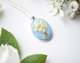 Hand Embroidered Daisies Pendant, Daisy Bouquet Necklace, Floral Embroidery, Hand Embroidered Pendant, Textile Jewellery, Summer Daisies