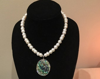 Fresh Water Perls Necklace with Abalone Pendant by Dobka