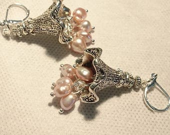 """Earrings """"Offerings à la Pagode"""" keshi pearls and findings zinc silver plated."""