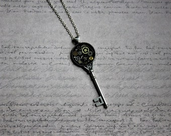 Necklace + pendant shaped key large size resin and gears (Steampunk)