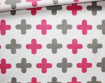 Tissu croix, plus roses, grises, 100% coton imprimé 50 x 160 cm, motif croix, plus, gris et fuchsia sur fond blanc
