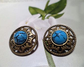 2 Bronze buttons and Turquoise 18 mm.