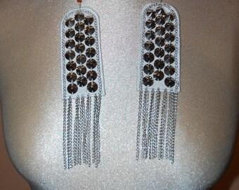 Shoulder straps with studs apliquées