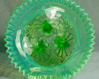 "Northwood ""Ruffles & Rings"" green glass opalescent bowl"