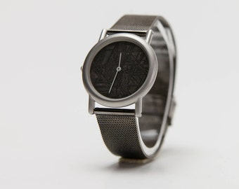 Watch: Meteorite Dial, bathed in rhodium Extensible.