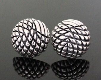Stud Earrings Domes Capitonnes