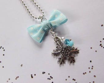 """Snowflake"" necklace in silver."