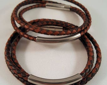 Great, simple nappa leather wrap bracelet for him with a stainless steel tube and a chic stainless steel magnetic closure