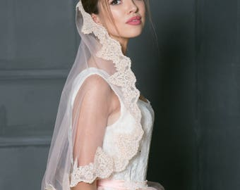 Blush Lace bridal veil, Mantilla lace blush Pink veil, Veil in Spanish style, fingertip veil, Cathedral veil, Blush veil, White lace veil.