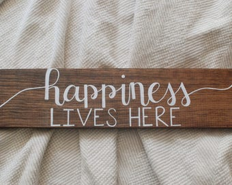 Happiness lives here sign | Happiness sign | Happiness lives here | Home gift | Home decor | Wood signs | Wooden signs | Rustic decor