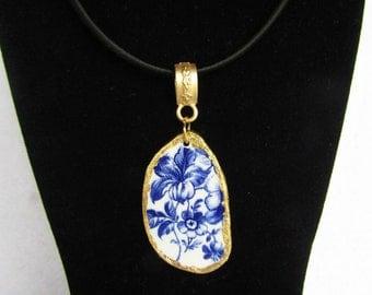 Porcelain pendant, creative recycling, porcelain, blue flowers, pendant necklace, flower pendant, golden pendant, floral pendant