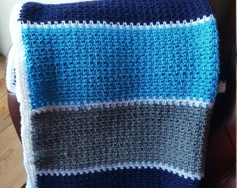 Crochet baby blanket in navy, grey and turquoise.