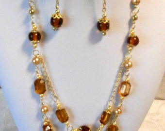 Brown and gold multi-chain