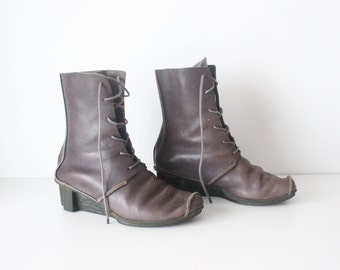 Vintage Grey 100% Real Leather Hand Made TRIPPEN Wedge Ladies Wedge Ankle Boots Size UK6 US8 EU39 / Made In Germany
