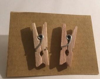 peg earrings