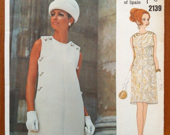 Vintage 1960s sewing pattern: Vogue Couturier Design 2139 (Size 12)