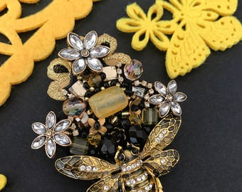 Bee Brooch, Bee Pin, Black and Yellow, Spring Brooch, Yellow Brooch, Floral Brooch Pin, Brooch Flower Beaded Brooch Bee Lovers Gift Bee Gift