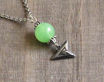 Green Arrow Necklace Silver Symbol Artisan Arrow Pendant Vintage Green Glass Beads Poison Arrow Silver Rolo Chain Comic Book Geek