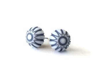 Blue and white boho stud earrings - Hypoallergenic pure titanium and acrylic