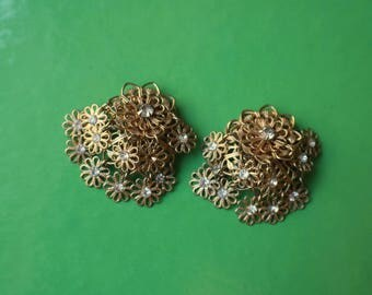 Dangling Flower EARRINGS / Vintage Gold Metal Jewelry / Costume Rhinestone Earrings